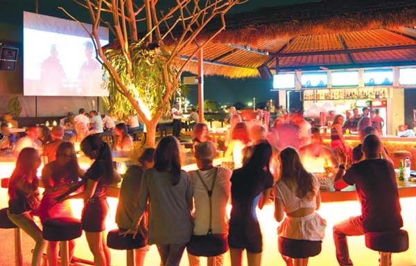 Very real recommended for you lot who desire a cracking rooftop sense together with dissimilar choices of Beaches in Bali: Sky Garden Rooftop Lounge Legian : Bali Nightlife