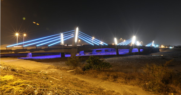 《台中.太平》光興隆大橋、自行車橋-彩色璀燦LED燈,蝙蝠意象造型,福到太平