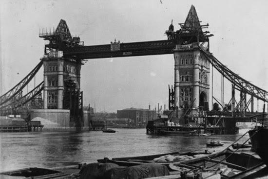 Tower Bridge em construção