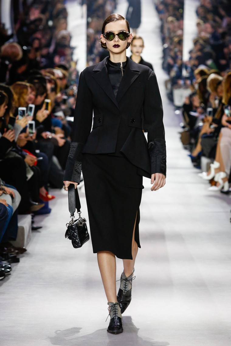 dior-fall-winter-2016-2017-collection-paris-fashion-week, dior-fall-winter-2016-2017, christian-dior-fall-winter-2016-2017, dior-fall-winter-2016, dior-fall-winter-2017, dior-fall-winter, dior-fall, dior-fall-2016-2017, dior-fall-2016, dior-fall-2017, dudessinauxpodiums, du-dessin-aux-podiums, paris-fashion-week-2017