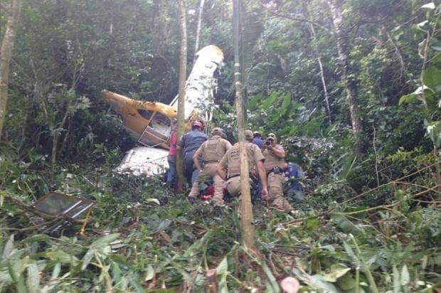 O piloto foi encontrado com vida, mas não resistiu