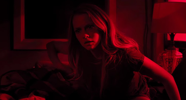 Confira o segundo trailer do terror sobrenatural Quando as Luzes Se Apagam, com Teresa Palmer
