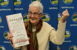old-woman-won-the-jackpot-and-psychologist
