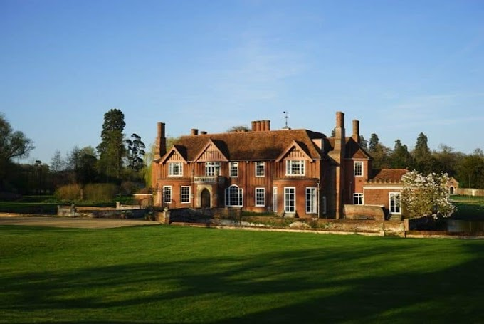 Why You Should Consider A Party House in the UK For Your Next Big Event