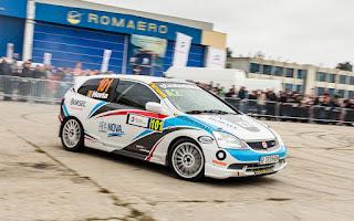 Horia Gheorghe, pilot in Campionatul National de Indemanare Auto si Viteza in coasta, intr-o demonstratie de indemanare la Salonul Auto Bucuresti 2015