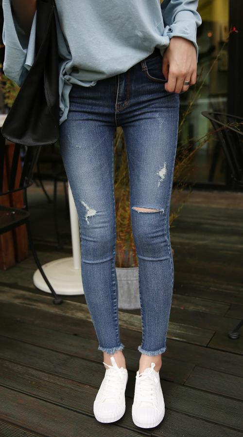 Pre-Damaged Fringe Hem Skinny Jeans