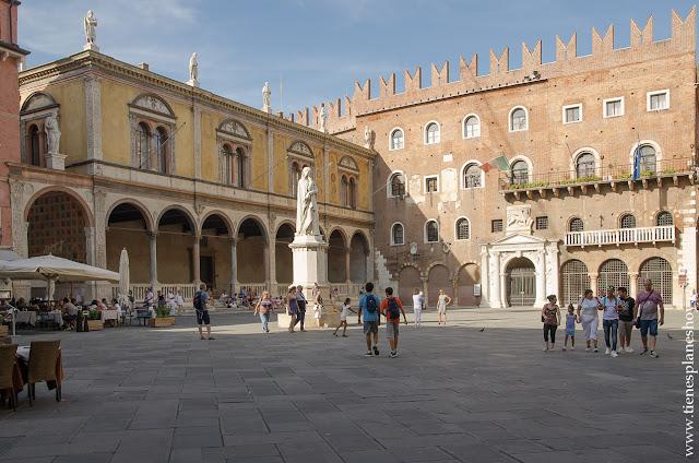 Piazza dei Signori Verona viaje Italia