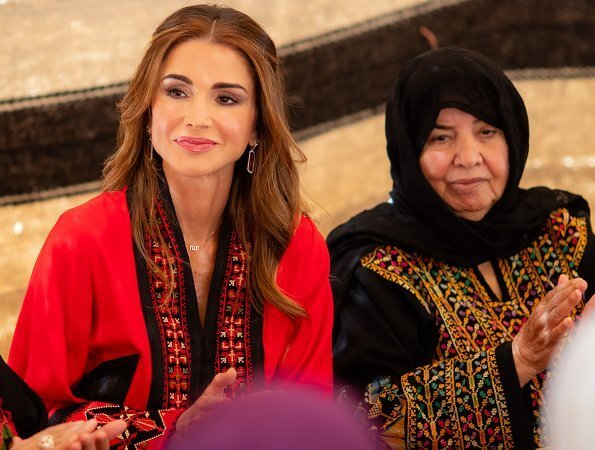 Queen Rania visited a group of women from Balqawi tribes in Amman, gathered at the residence of Ms. Dina Al Hadid Al Qatarneh