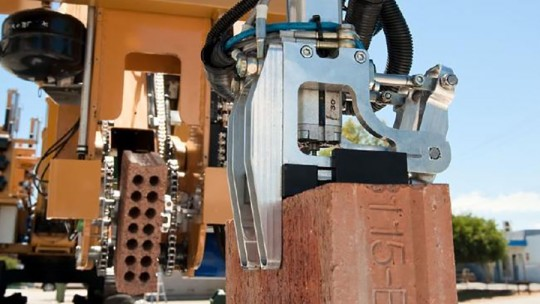 brick-robot
