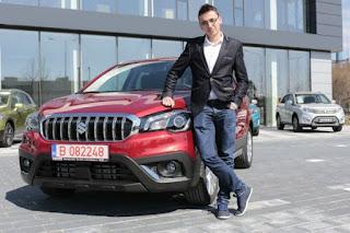 Andrei Murariu a primit cheile modelului Suzuki SX4 castigat la Kiss FM