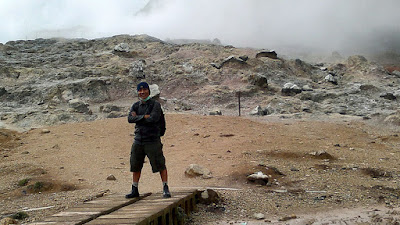 Selfie with Kawah Sikidang as background.