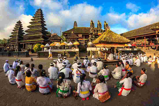 bali temple ritual | wonderful Indonesia