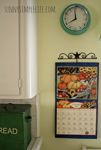 wire calendar hanger, barn star calendar hanger, vintage kitchen clock