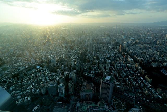 台北101觀景台 台北市黃昏及夜景