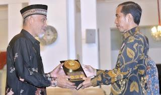 Wali Kota Padang Tolak Iklan Rokok, Siap Kehilangan PAD Rp 4 Miliar