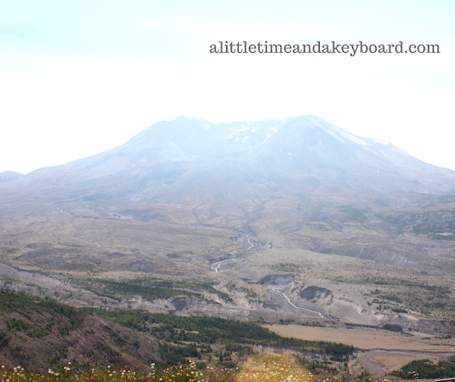 Stunning view of Mount St. Helens from Johnston Ridge.