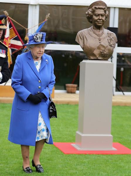 Queen Elizabeth visits the Honourable Artillery Company