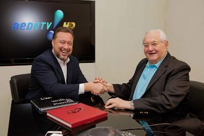 Boris Casoy e o superintendente de Jornalismo e Esportes da RedeTV!, Franz Vacek - Crédito/Foto: Artur Igrecias/ Divulgação RedeTV!