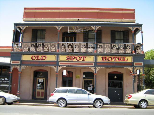 the old spot hotel hotel paling berhantu di dunia