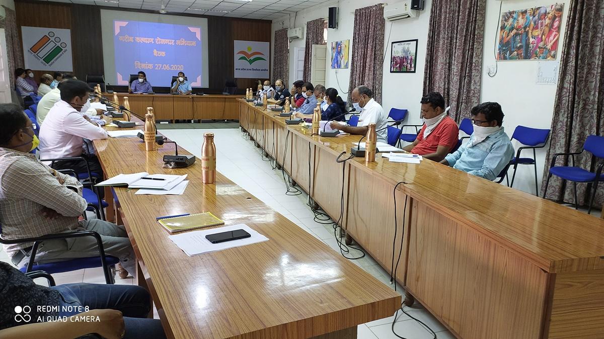 Jhabua News- गरीब कल्याण योजना को मूर्त रूप देने के लिये कार्ययोजना तैयार करें  - कलेक्टर श्री सिपाहा