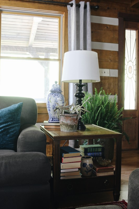 log-cabin-eclectic-end-table-styling-midcentury-blue-white