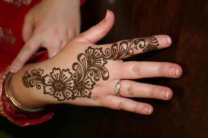Women Beauty Tips: 10+ Gorgeous Wrist Mehndi Designs