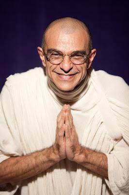 """Teatro do Sesc recebe a peça """"Gandhi e a Ética Inspiradora"""""""