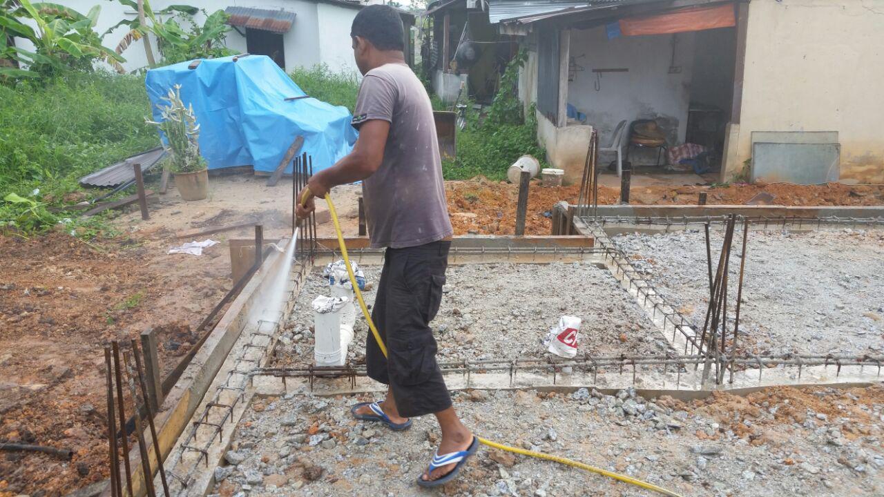 Bina Rumah Sendiri Day 20 Levelling Tanah Soil Treatment Dan Alas Plastik