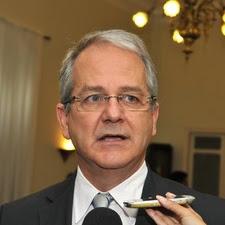 ►Colnago assume comando do Governo do ES: Com Hartung internado
