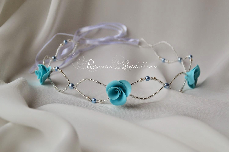 headband bleu et ruban blanc avec roses bleues