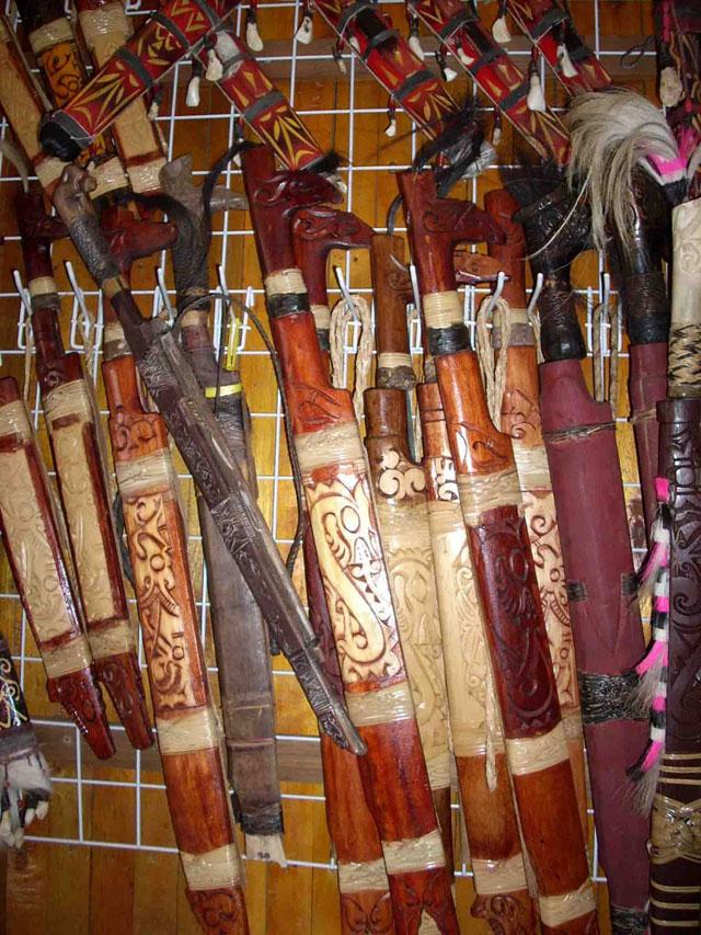 Senjata dan Patung Kalimantan