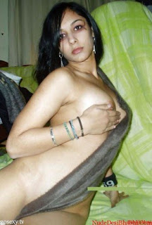 Indian College Girl Nude at Hotel