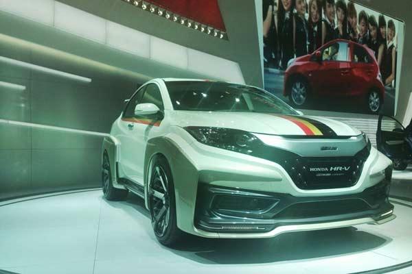 Modifikasi Bemper Honda HR V Mugen Putih