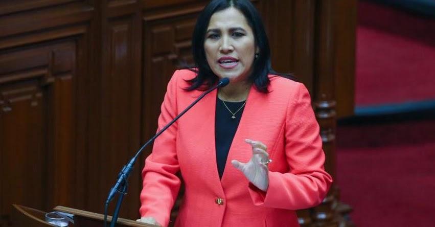 Ministra de Educación pide al Congreso ponerse del lado de los niños