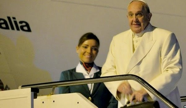 Pope Francis arrives in Sri Lanka for 'mission of kindness'