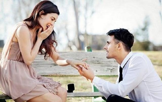 Hal Yang Dilakukan Pria Saat Jatuh Cinta