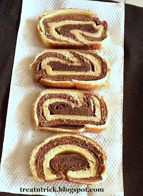 Yeast Bread Recipe @ http://treatntrick.blogspot.com
