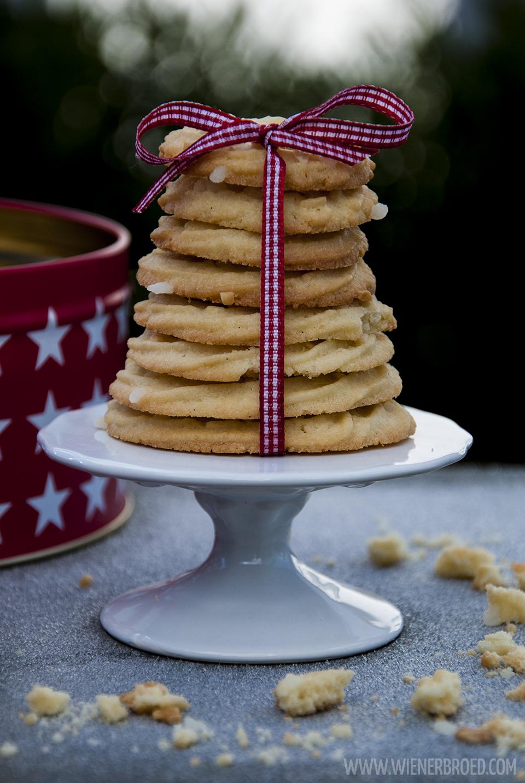 Vaniljekranse - dänische Vanillekränze / Vaniljekranse - Danish vanilla wreaths[wienerbroed.com] Der knusprige Klassiker der dänischen Weihnachtszeit, perfekt für 'julhygge' / The crispy classic during Danish christmas time, perfect for 'julhygge'
