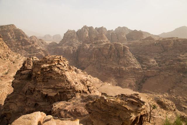 Vista del Wadi desde un mirador cercano al Monasterio de Petra, Jordania