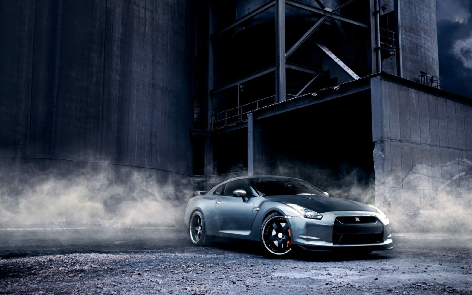 Nissan Gt R R35 Smoke Warehouse Hd Wallpaper Wallpapers Latest