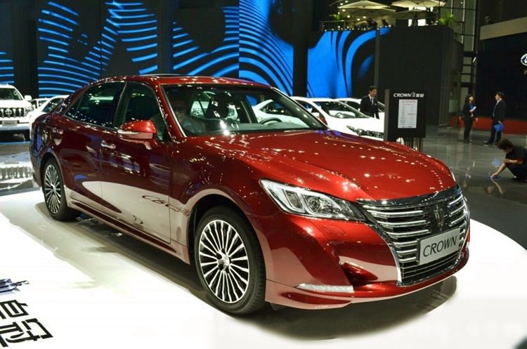 2019 Toyota Crown Review Redesign And Price