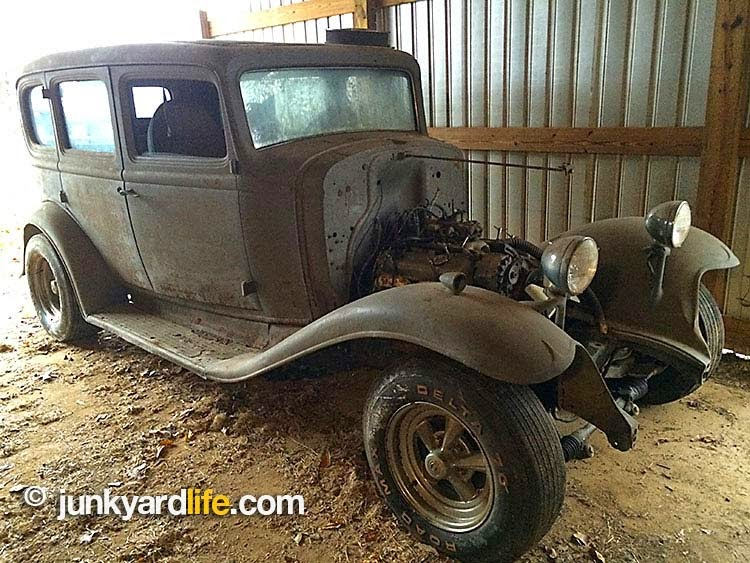 Rust-free 1932 Buick sedan barn find with DZ 302 parked for 39 years in Alabama
