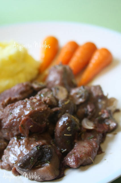 Julia Child's Beef Bourguignon Recipe from www.anyonita-nibbles.com