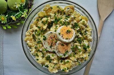 Wielkanocna sałatka z jajkami i ziemniakami