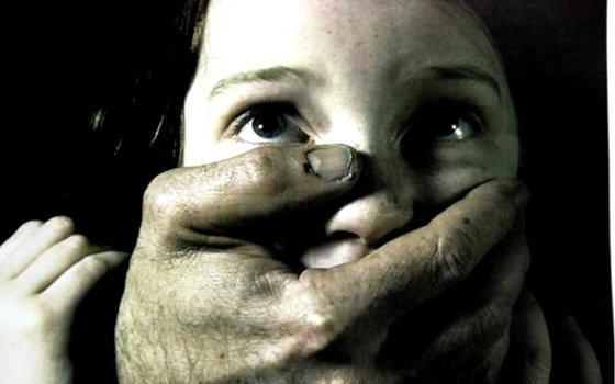 Коллекторы пообещали впятером изнасиловать девушку за невыплаченный долг