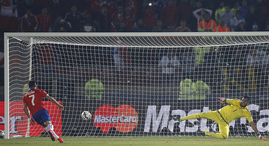 Alexis Sanchez last penalty kick of Copa America 2015