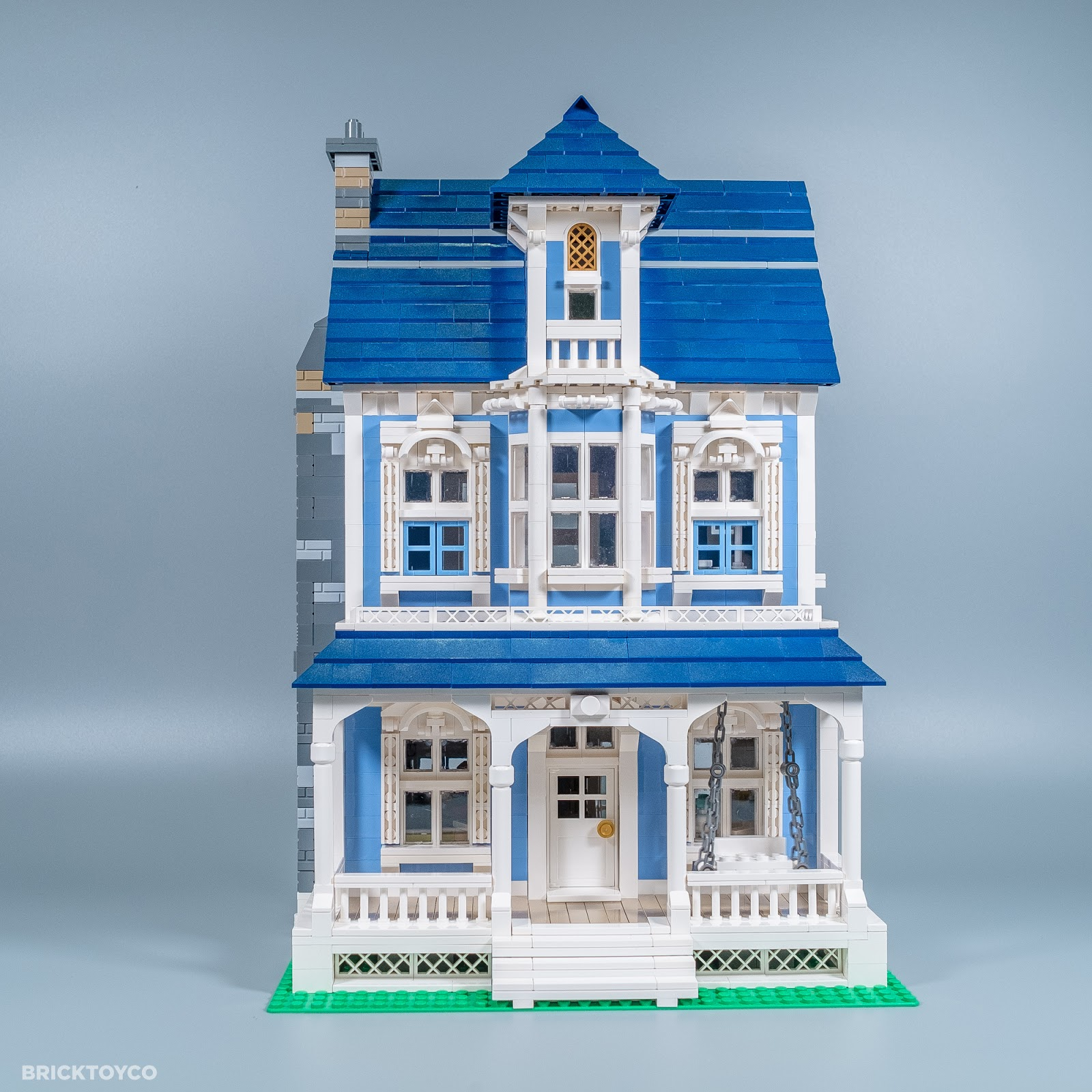 Bricktoyco custom lego victoria house mocthat opens to for Custom built victorian homes