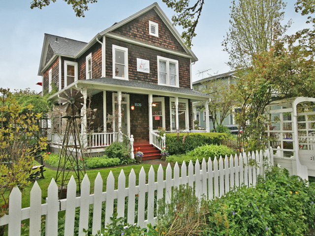 Hgtv country living and better homes and gardens home - Better homes and gardens homes for sale ...