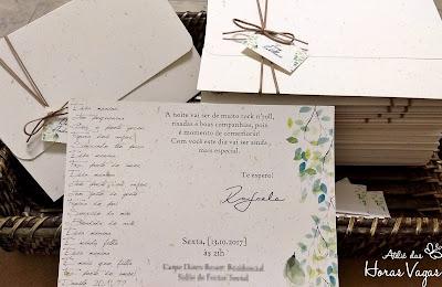 convite de aniversario adulto artesanal personalizado folhagens tropical aquarelado papel reciclado com brilho rústico