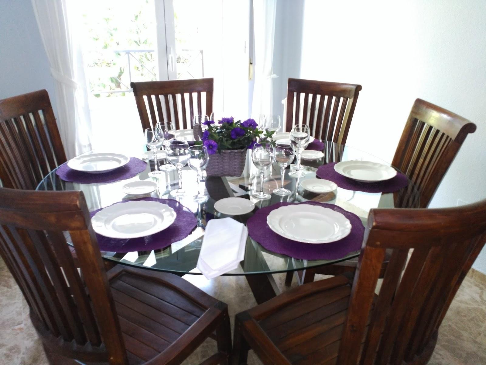 Toquecitos decorar una mesa de cristal para una cena - Decorar una mesa ...